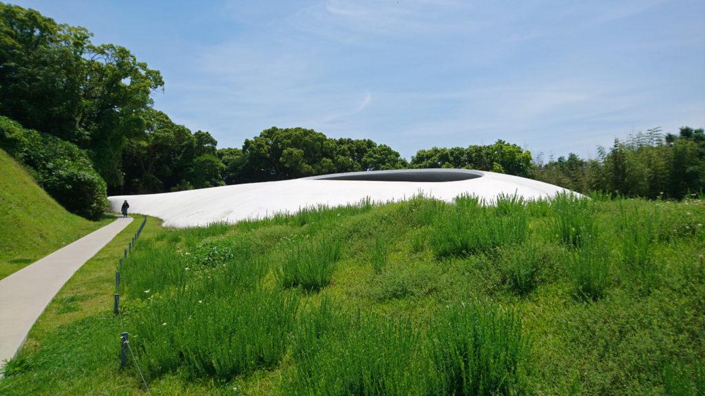 豊島美術館の建築