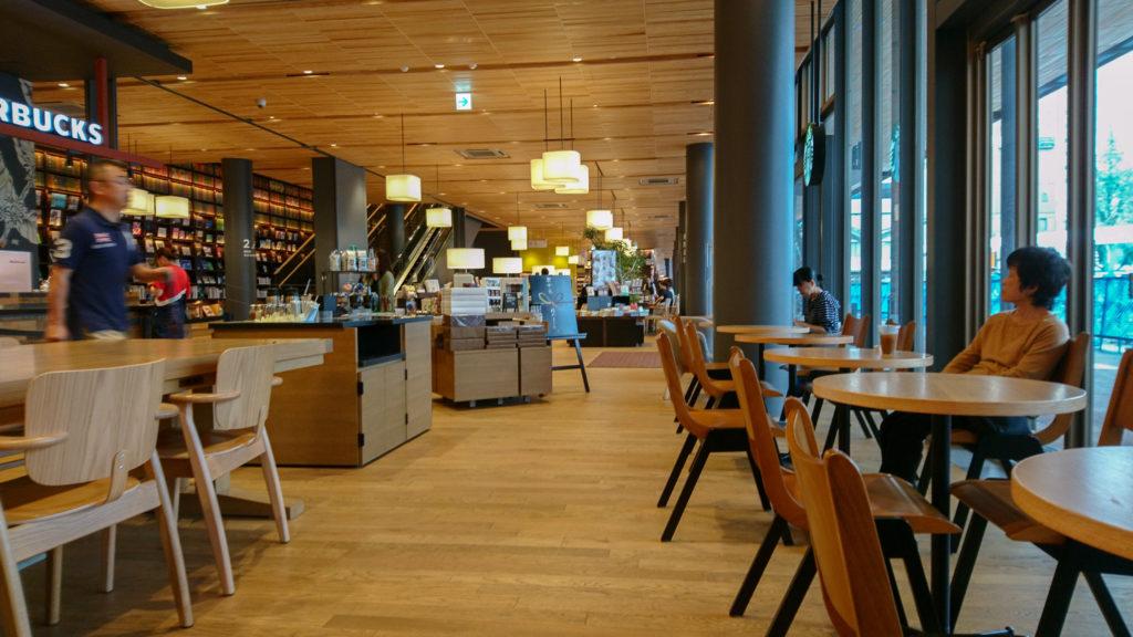 周南市立徳山駅前図書館 スターバックスコーヒー