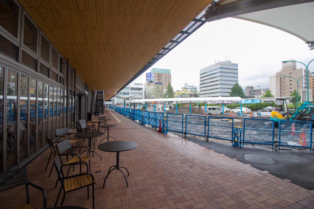 周南市立徳山駅前図書館 スタバ前テラス 1F