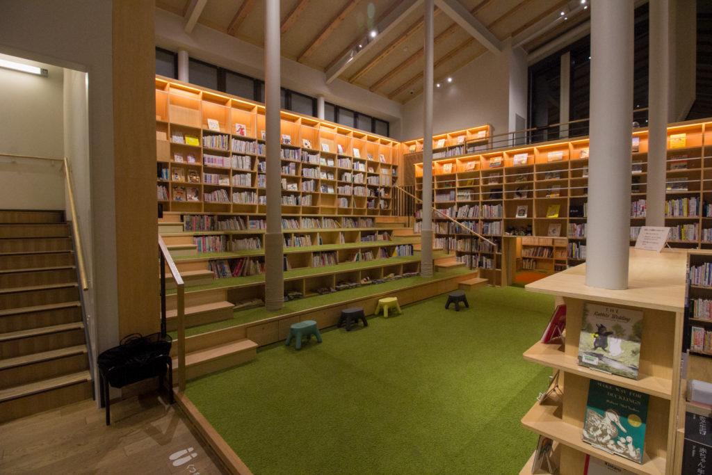 武雄市こども図書館 階段と段差