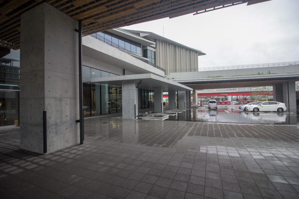 長崎県庁 入り口付近