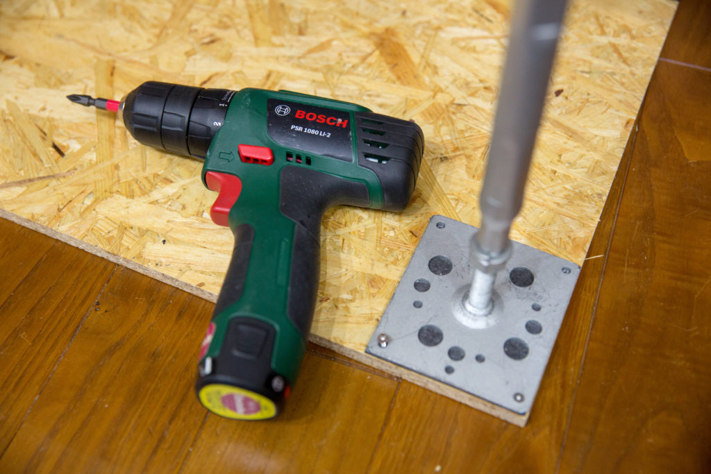 DIY棚 鋼製束をOSB合板に固定