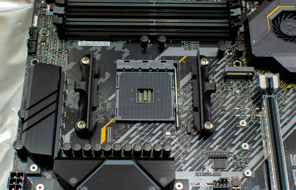 ASUS TUF GAMING X570-PLUS (WI-FI) CPU 取り付け