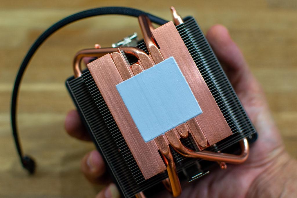 AMD Ryzen 3700X CPU Cooler Wraith Prism グリス