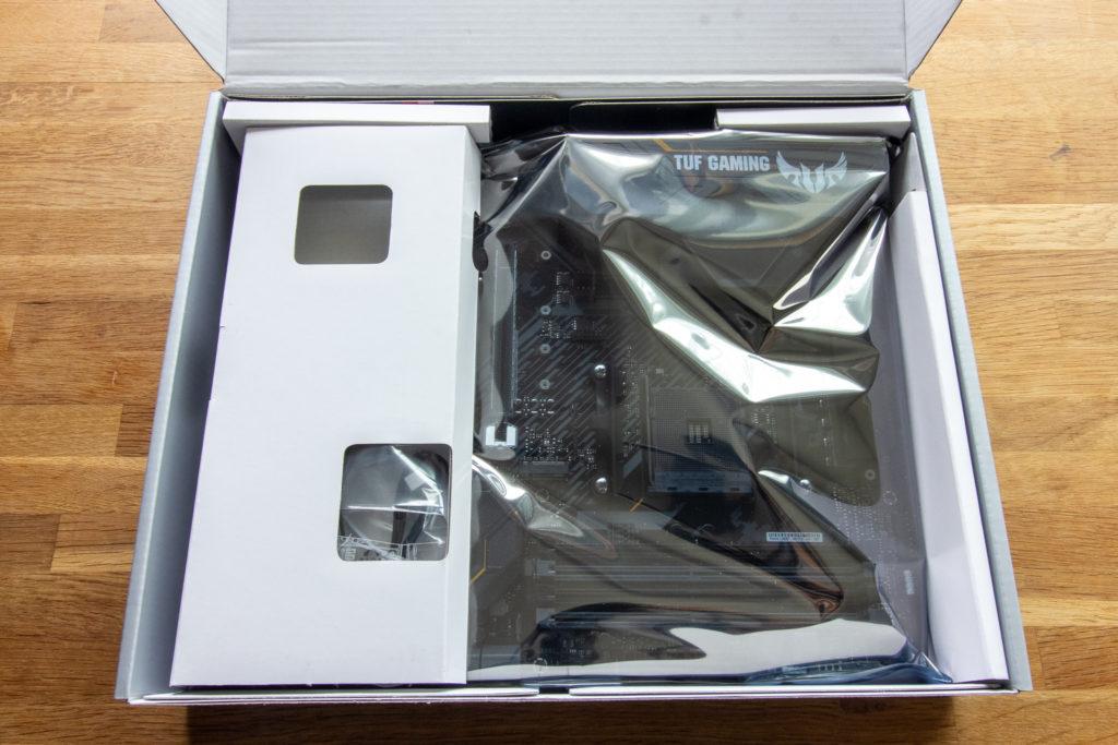 ASUS TUF GAMING X570-PLUS (WI-FI) 開封